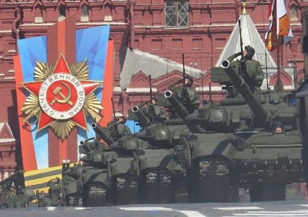 Военные парады всегда служили только